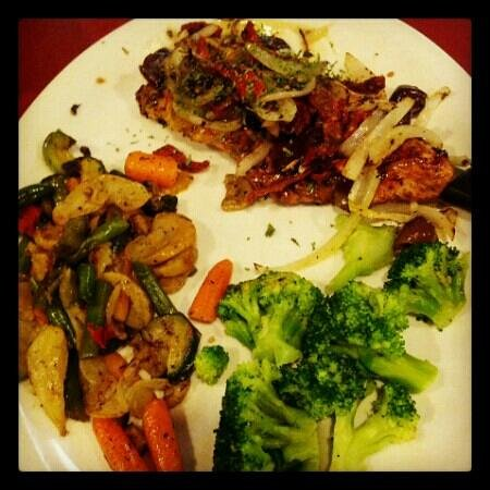 Mad Greek Restaurant: Greek Chicken, Med Veggies, and Steamed Broc