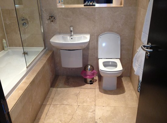 The Printworks Hotel: The bathroom