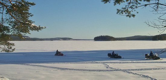 Kerstins Udde Spa Camping Stugby: Snowmobile on the lake