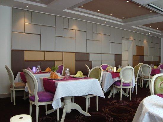 Hôtel-Restaurant Le Fruitier : La salle du restaurant