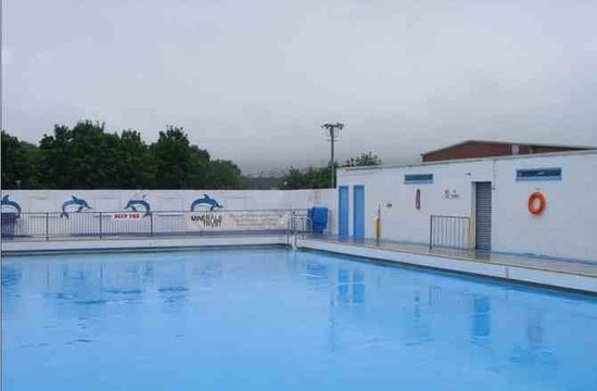 ‪New Cumnock Community Open-Air Swimming Pool‬