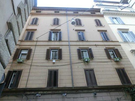 iRooms Spanish Steps: ホテルが入っている建物
