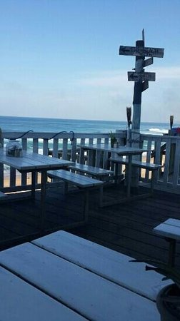 The Galley Beach Bar and Grill: Beautiful view and good food!