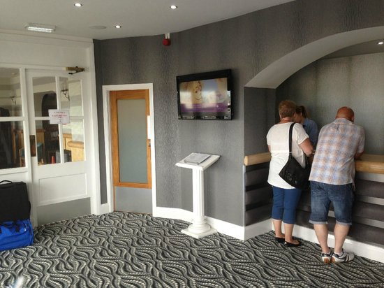 Viking Hotel: Reception