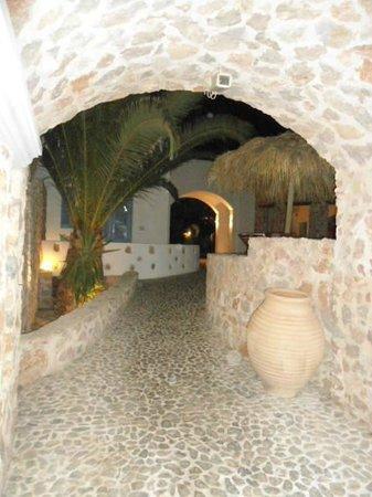 Meltemi Luxury Suites: Entrance into Meltemi Suites