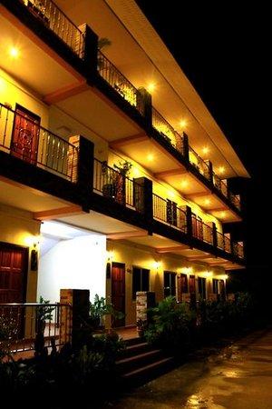 Phoem Phoon 2: หน้าโรงแรม
