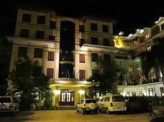 Royal Crown Hotel: ホテル正面