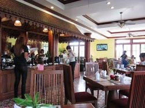 Royal Crown Hotel: 朝食ビュッフェ