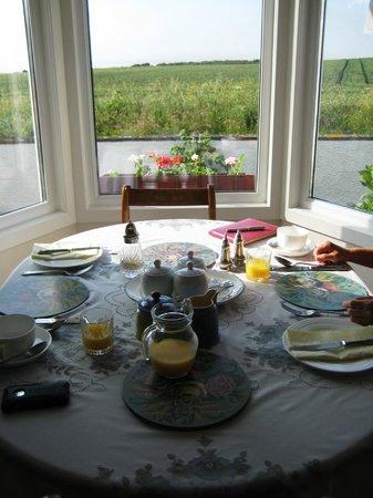 Highcroft Hilton: Breakfast area