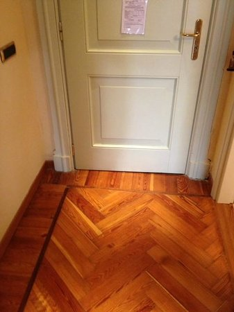 Hotel Excelsior Splendide: Room's door and wooden floor