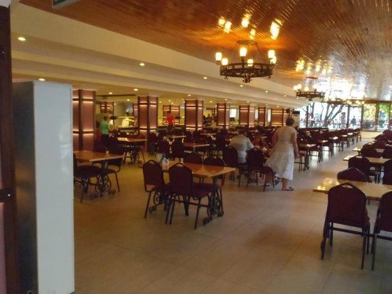 Golmar Beach Hotel: Dining room