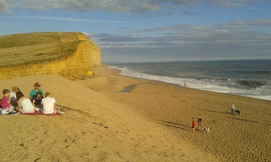 Freshwater Beach Holiday Park: the beach with the Jurassic cliffs