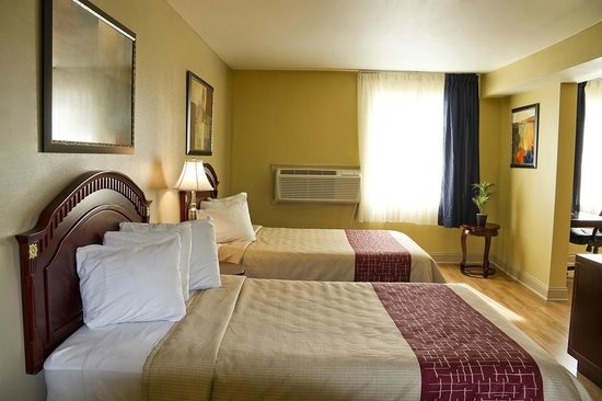Muskegon Heights Inn & Suites: Double Suite