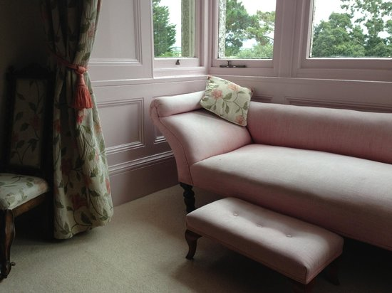 Molesworth Manor : ROOM SOFA