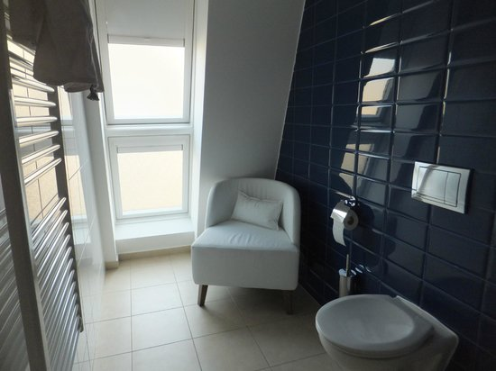 Estilo Fashion Hotel: Zona relax anche in bagno