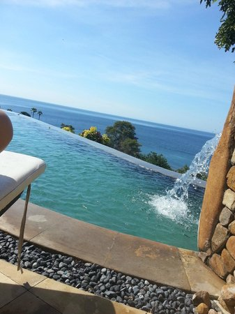 Bedulu Resort: Great pool overlooking the sea