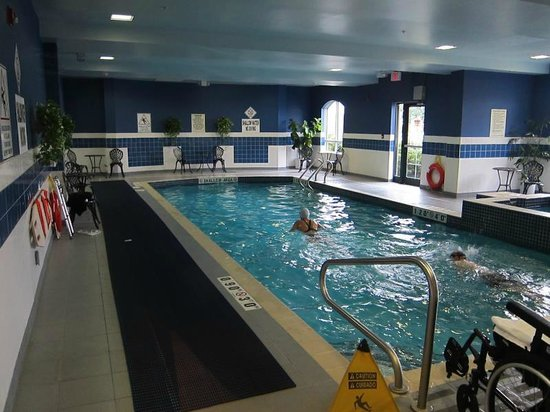 Holiday Inn Express Hotel & Suites Belleville: Pool area (indoor)