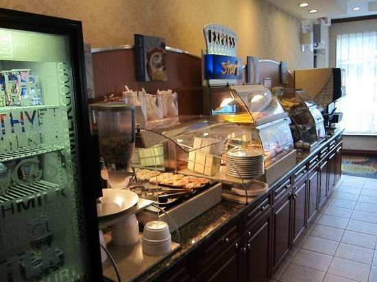 Holiday Inn Express Hotel & Suites Belleville: Breakfast area