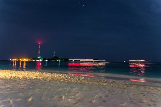 Kuramathi Island Resort: Sat on the beach