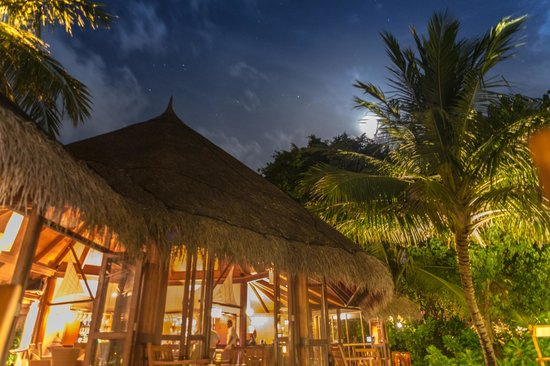 Kuramathi Island Resort: View at night