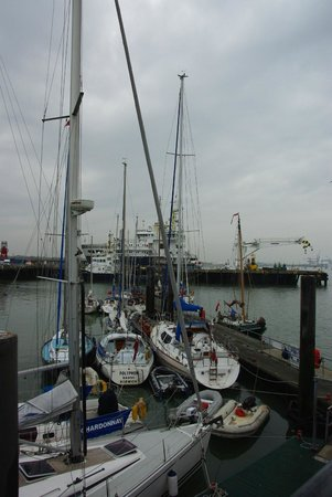 The Pier Hotel at Harwich: Pier/sailboats