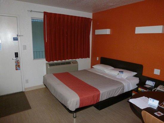 Motel 6 Jackson: the room