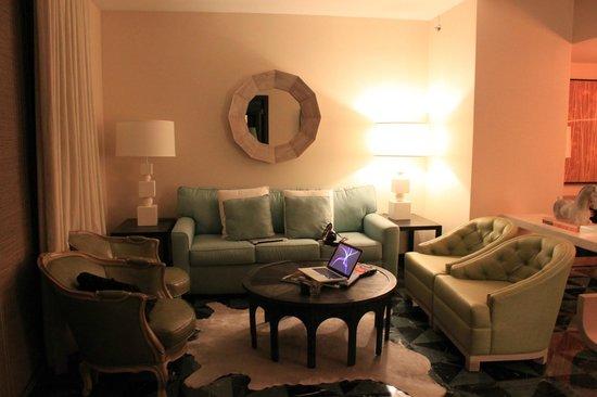 Viceroy Miami: sofa bed