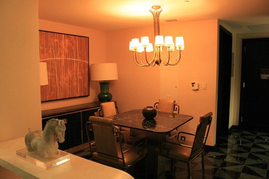 Viceroy Miami: dining table