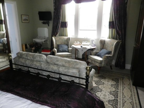 The Old Manse: Our lovely room with seating area