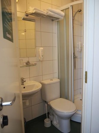 Economy Hotell: バスルーム