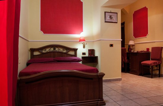 Bed and Breakfast Del Corso: Camera Rossa