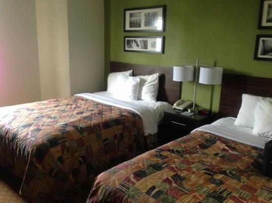 Sleep Inn & Suites Cullman: beds