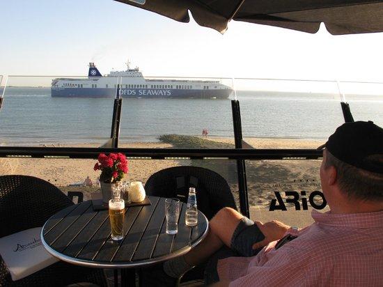 Amadore Hotel Restaurant Arion: Hotelterras boven het strand met een geweldig uitzicht