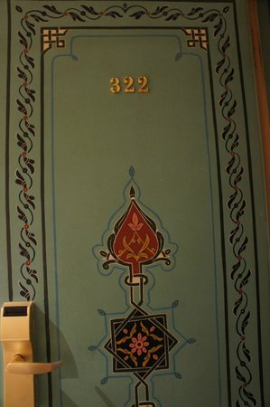 Mogador Opera: 部屋のドア