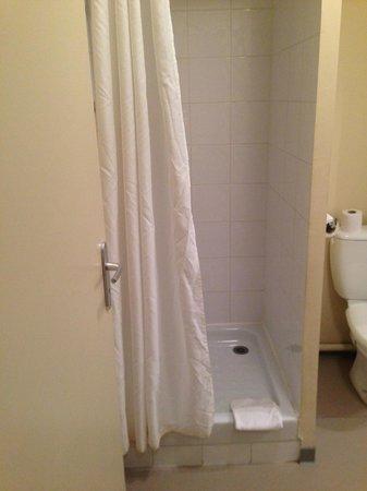Adagio Access Avignon : Shower