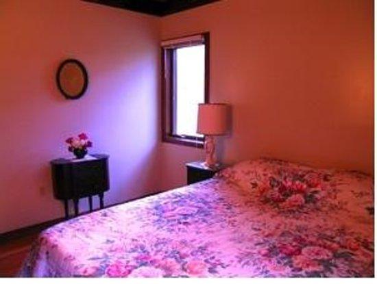 1-A Lenox Bed & Breakfast: Harmony Room