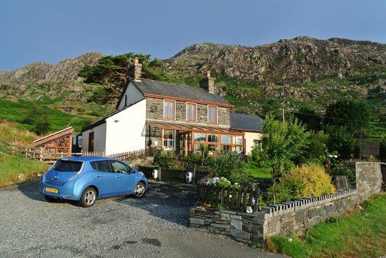 Bryn Elltyd eco Guest House: Car charging