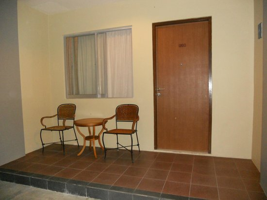 Kuta Station Hotel: room entry