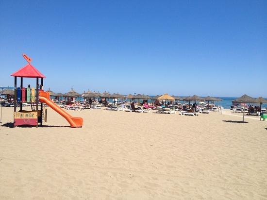 Apartamentos La Jabega: view of beach from hotel