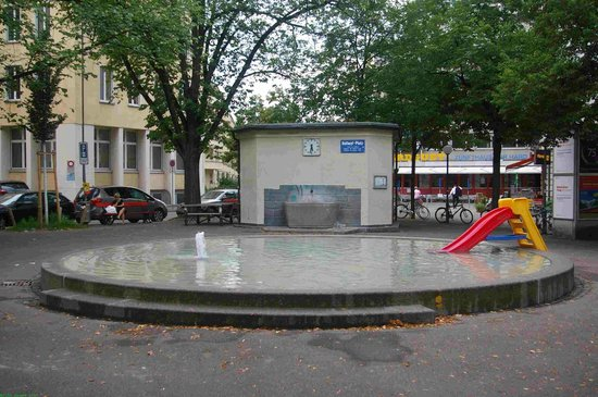 St. Georges: Pool and fountain in the square outside