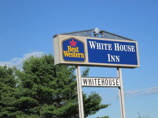 BEST WESTERN White House Inn: Sign to watch for.