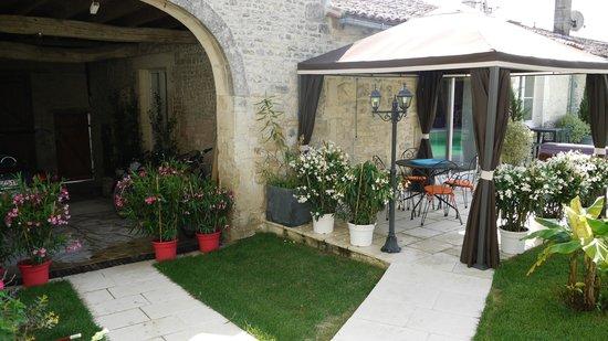 Le jardin du Cluzeau: terrasse repas