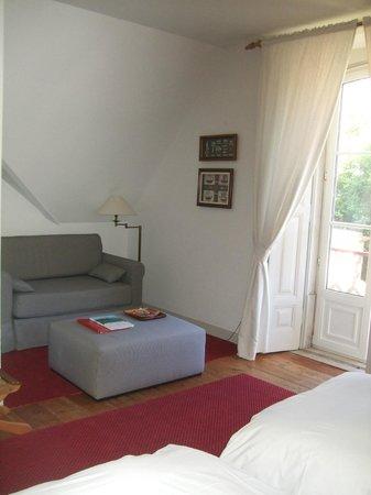 Casa Miradouro: Room (sitting corner and balcony)