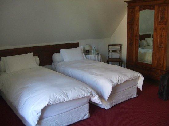 Casa Miradouro: Room (bed with wardrobe)