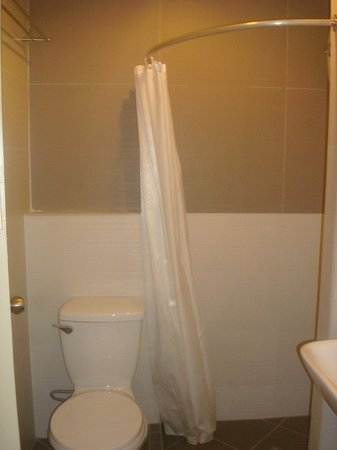 The Center Suites : toilet