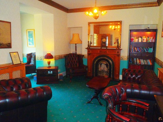 The Willowsmere: The guest lounge 1