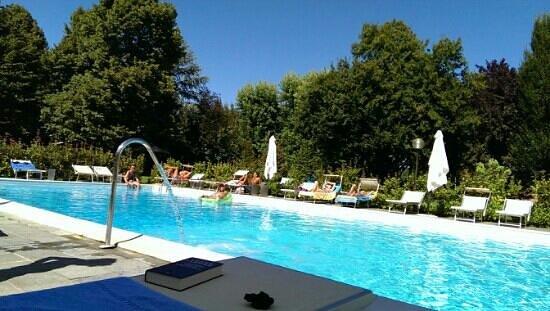 Albergo Ristorante Il Cascinalenuovo: piscina
