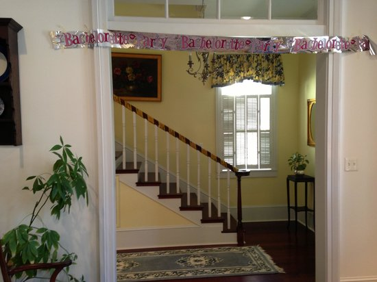 Marcia's Cottages: Staircase