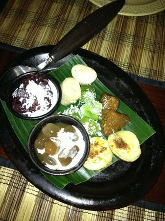 Kunyit Restaurant - The Anvaya Bali: Traditional Balinese dessert sampler.