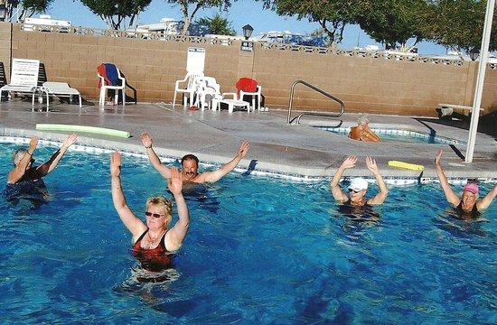 Blue Sky RV Park: Fun in the pool